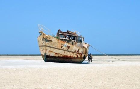 سفينة على اليابسة