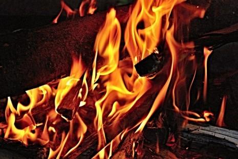 رؤية اشتعال النار في الحلم او تنطفئ