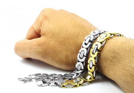 ارتداء قلادة من الذهب أو الفضة