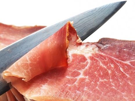 تقطيع اللحم في الحلم