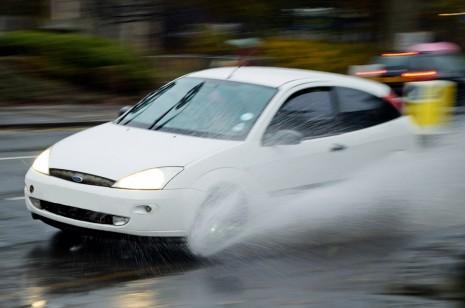 تفسير حلم قيادة السيارة بسرعة