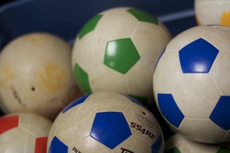 الوان كرة القدم التي يلعب فيها الشخص في الحلم