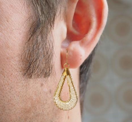 رؤية حلق الأذن أو القرط في الحلم