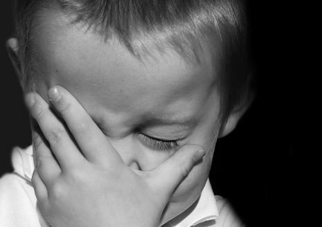 تفسير رؤية ميت يبكي حزينا في الحلم