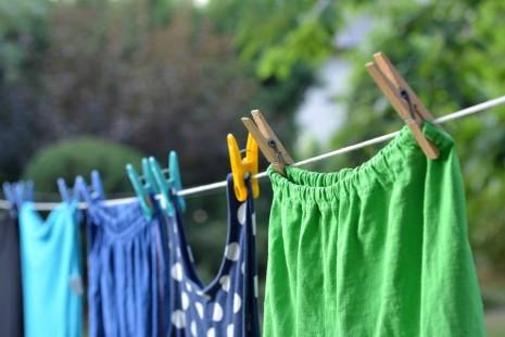 نشر الغسل على حبال أو منشر في الحلم