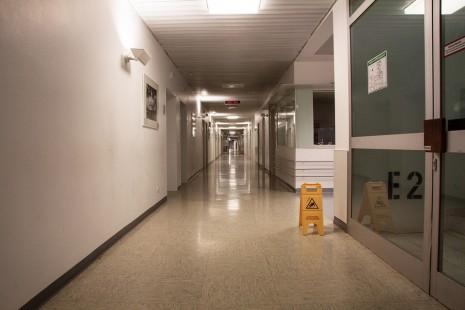 رؤية مستشفى المجانين في الحلم