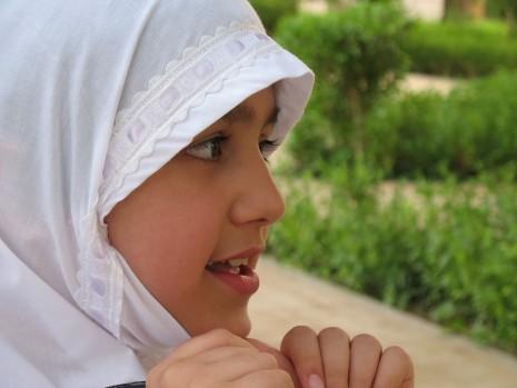 تفسير حلم لبس الحجاب الاسود أو الابيض او الملون في المنام