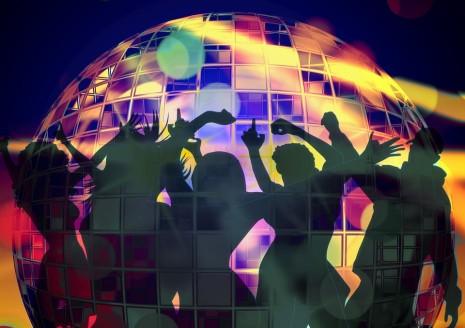 الرقص مع موسيقى أو بدون موسيقى في المنام