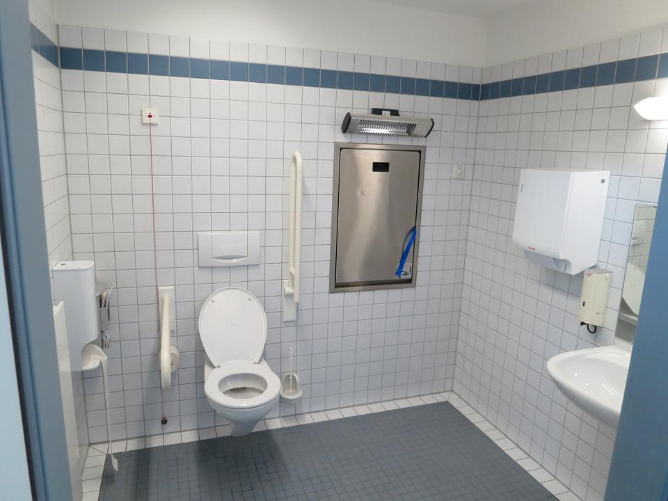 تفسير حلم رؤية دورة المياه أو حمام أو دخول مرحاض قضاء الحاجة