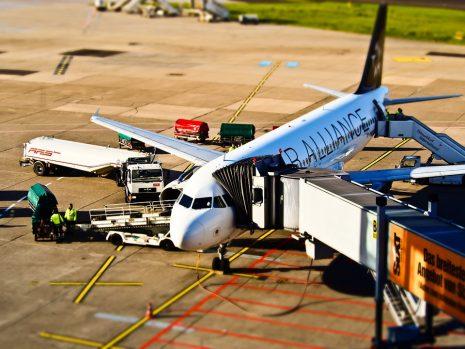 boarding plane الصعود على الطائرة في المنام