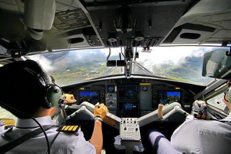 pilot plan قيادة الطائرة