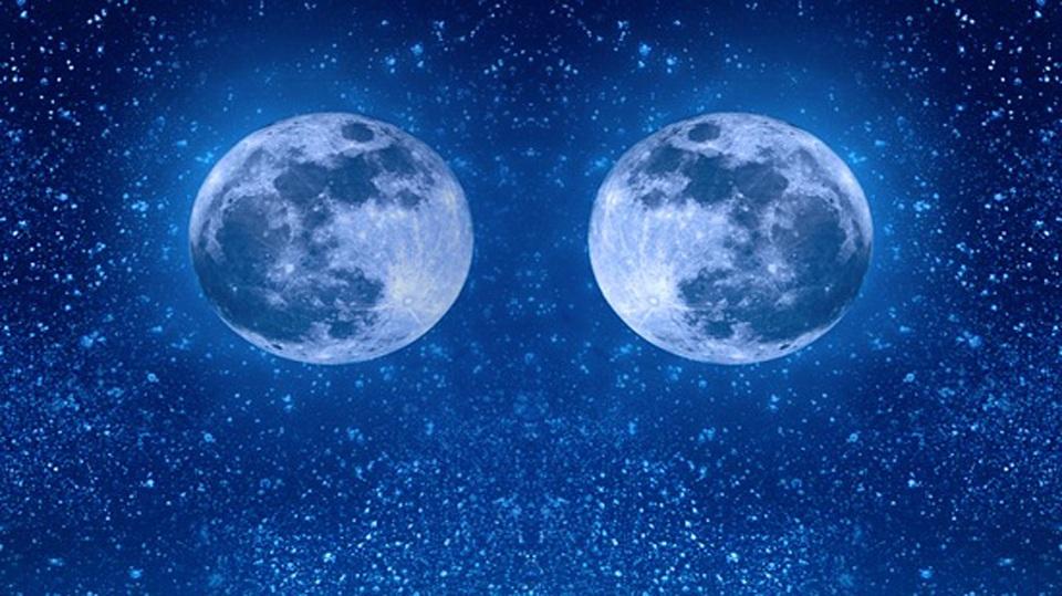تفسير حلم رؤية قمرين في السماء في المنام لابن سيرين