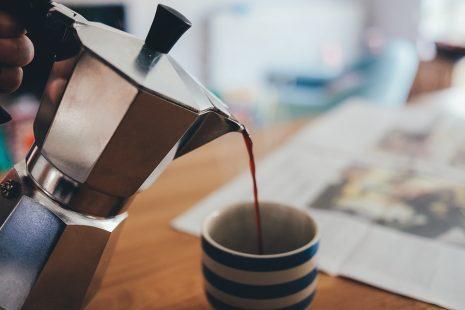 تفسير صب القهوة في حلم المنام