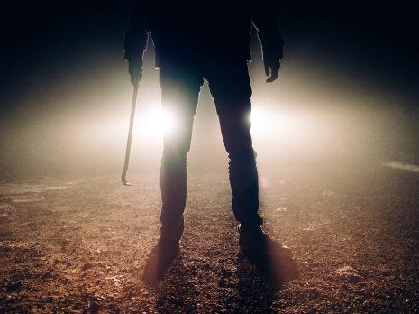 ضرب الرجل لشخص مجهول او معروف في المنام