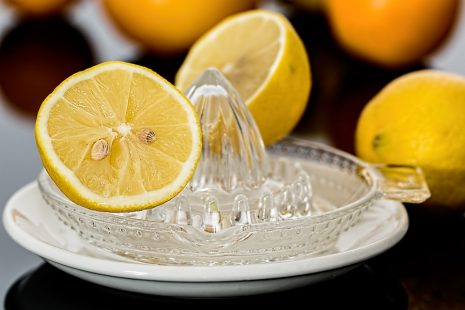 عصير الليمون لتنطيف الفضة