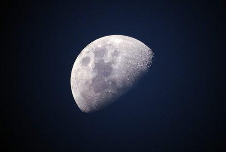 تفسير حلم ضوء القمر ونوره في المنام