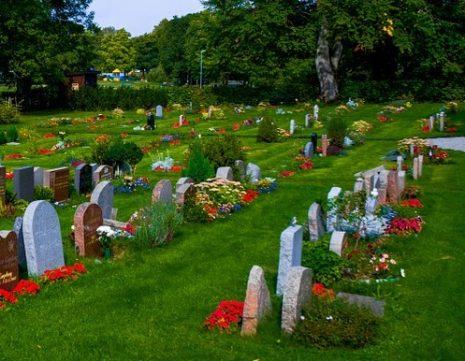 الدعاء للميت عند دفنه
