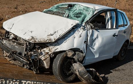 تفسير حلم رؤية حادث سيارة أو جيب والنجاة منه لابن سيرين