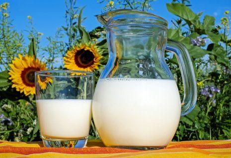 تفسير حلم رؤية شرب الحليب في المنام