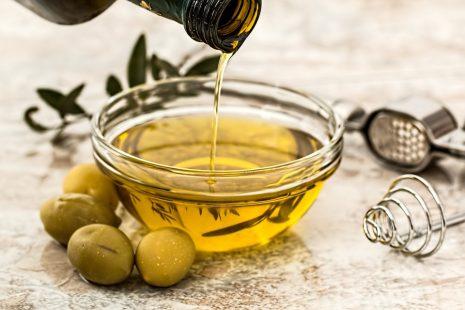 Olive oil dream تفسير حلم رؤية زيت الزيتون