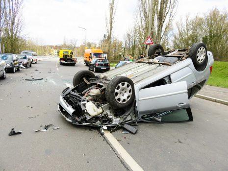 رؤية حلم النجاة من حادث سيارة في المنام accident car